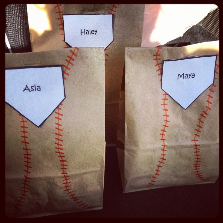 Baseball snack bags.....I did these for my daughters softball team actually. If I would of thought about it, coulda done it with yellow bags to make it look like softball