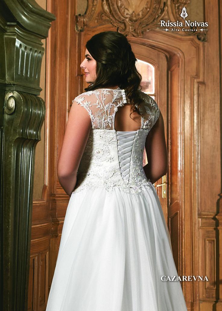 CAZAREVNA - Cazarevna é o título que se dava à princesa herdeira da Rússia. Inspirando na beleza e graciosidade dessas princesas, foi criado o vestido Cazarevna. Para saber mais, acesse: www.russianoivas.com #vestidodenoiva #vestidosdenoiva #weddingdress #weddingdresses #brides #bride