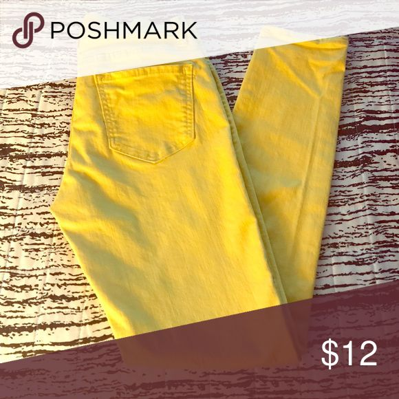 Old Navy Rockstar Skinny Jeans Yellow Submarine Yellow skinny jeans! Perfect for summer! Like new! Old Navy Jeans