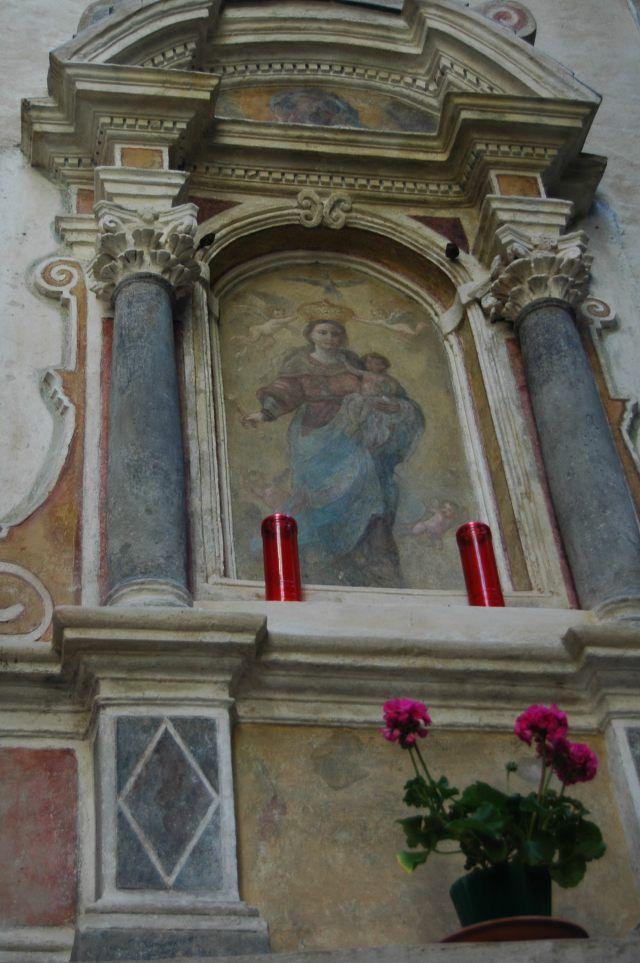 Sanremo (IM) centro storico della Pigna  edicola votiva (XVII sec.) a Porta Santa Brigida