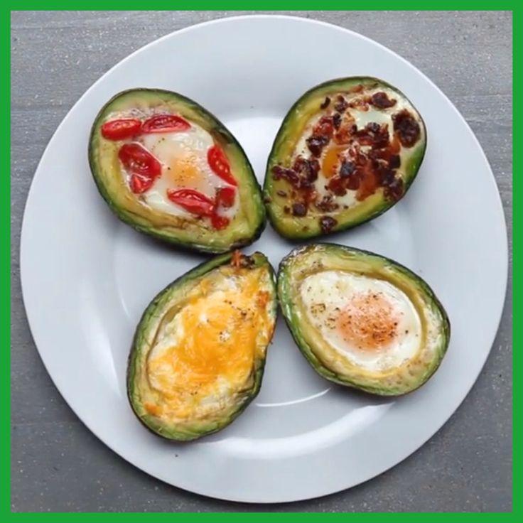 Gebakken avocado eieren: 2 avocado's/4 eieren/zout/peper Toppings: baconstukjes/cherrytomaatjes/basilicum/geraspte cheddar/bieslook Oven voorverwarmen 200 C. Avocado's halveren/pitten eruit. Op bakvel leggen. Iets verder uithollen. Ei in iedere helft. Zout/peper. Toppings erop. 15 minuten bakken of tot eigeel stevig is. Bestrooi met kruiden.