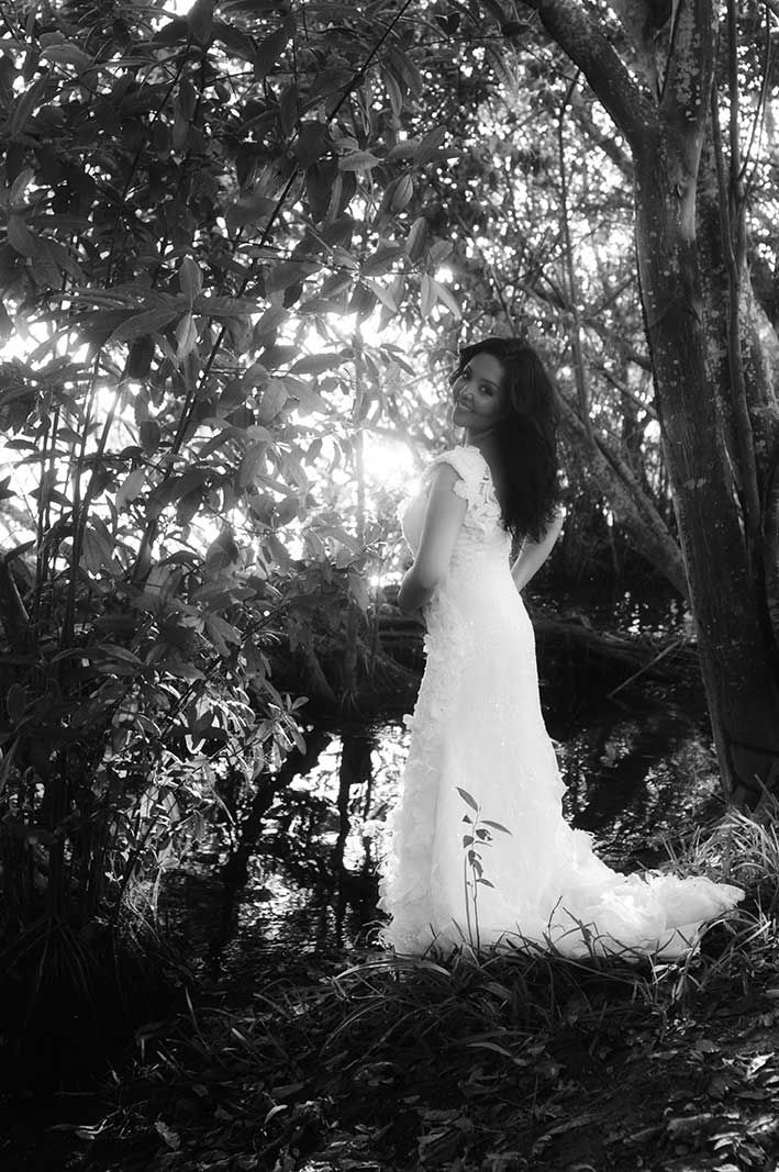 YolanCris |Jordana, nuestra novia mejicana de hoy, se casó durante el atardecer en la bahía de Acapulco  #YolanCris #weddingdress #bridalgown #Acapulco #bay #Mexico #HauteCouture #sunset #idyllic #mexicanbrides #realbrides