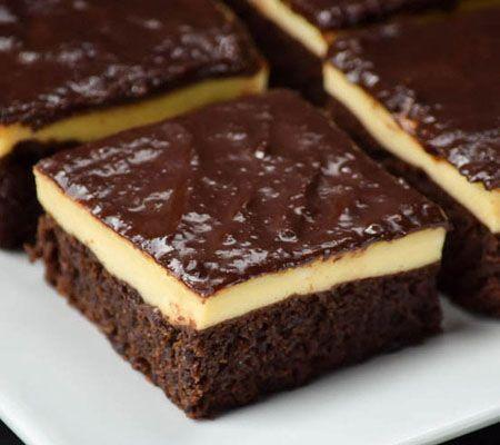 O prajitura usor simandicoasa, dar in acelasi timp savuroasa, este delicioasa negresa cu branza crema si glazura. Branza crema impreuna cu esenta de vanilie