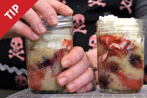 How to Bake Cakes in a Jar -- great for gifts or picnics