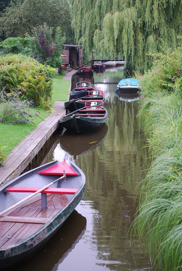 Giethoorn ~ Dutch village of canals