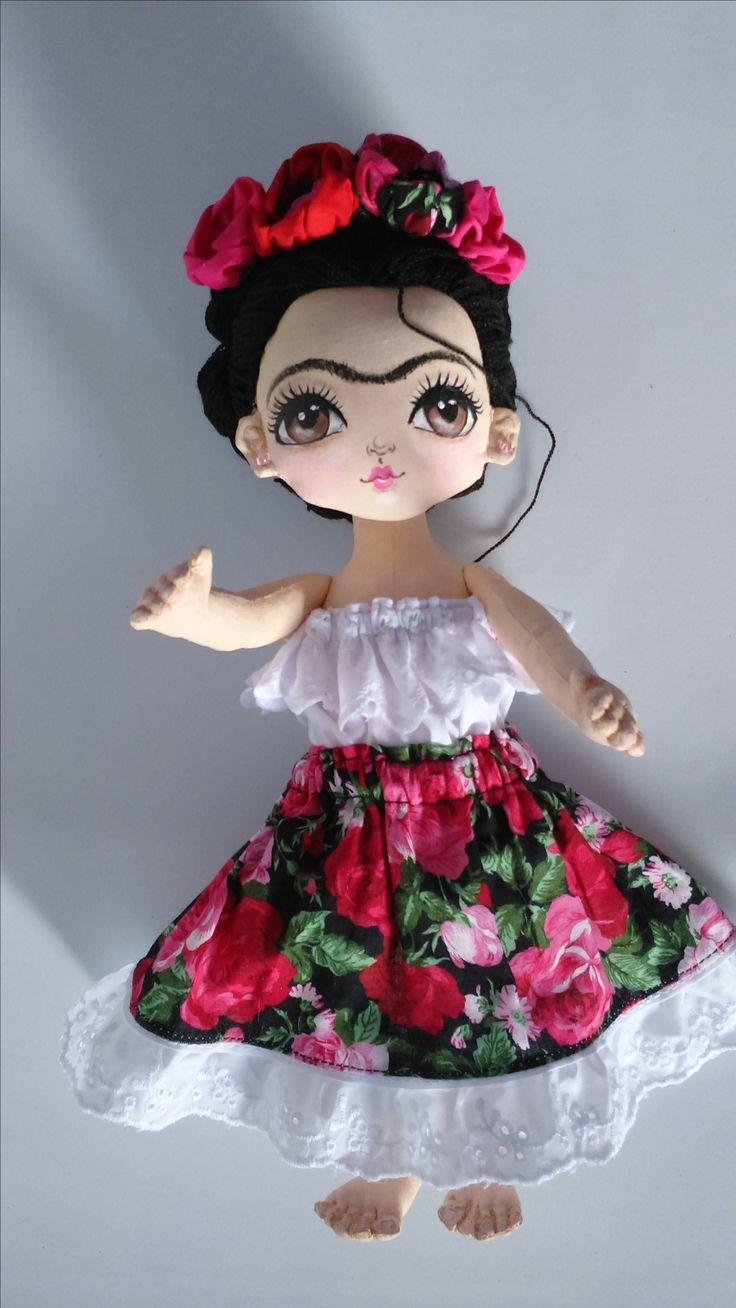 ? Les comparto una muñequita de tela!!! Es de Frida Kahlo fue una pintora mexicana