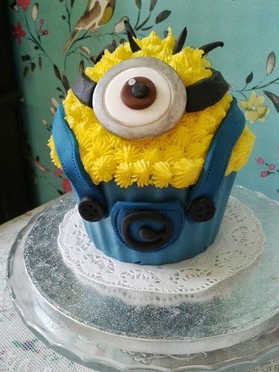 25 Best Ideas About Minion Cupcakes On Pinterest