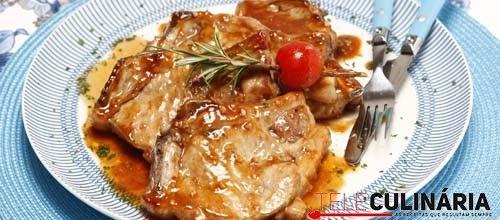 Receita de Costeletas de porco com molho barbecue. Descubra como cozinhar Costeletas de porco com molho barbecue de maneira prática e deliciosa com a Teleculinária!