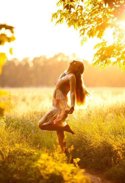 I love this photo! It's so organic, she seems to be celebrating the beauty of nature. I would love to have my photo made this way