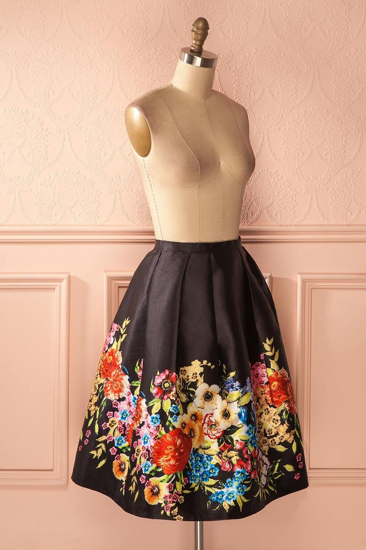 Hermance - Black circle skirt with colorful floral print