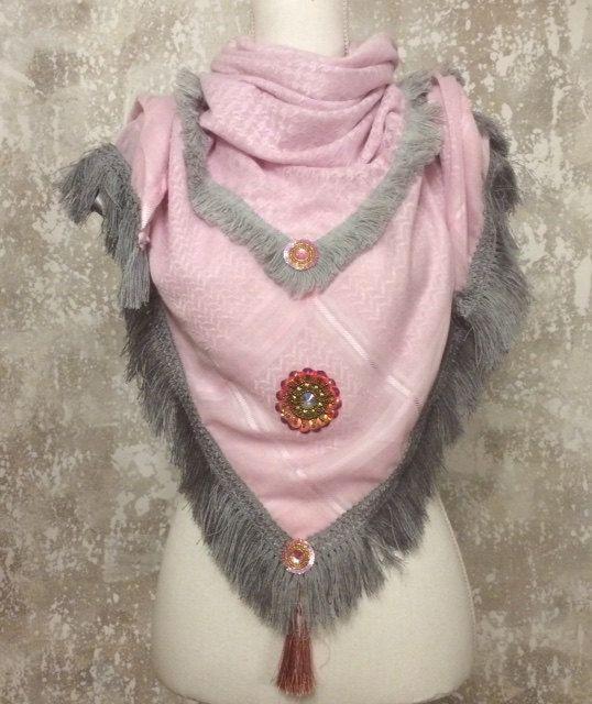 rosa Schal mit grauer Fransenborte Bohemian Hippie Style von Witate