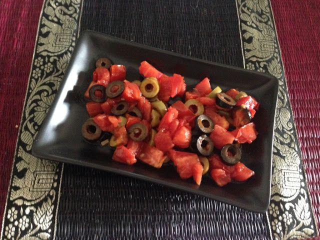 Myeu appunti vegetariani: Insalata di capperi olive nere olive verdi pomodori