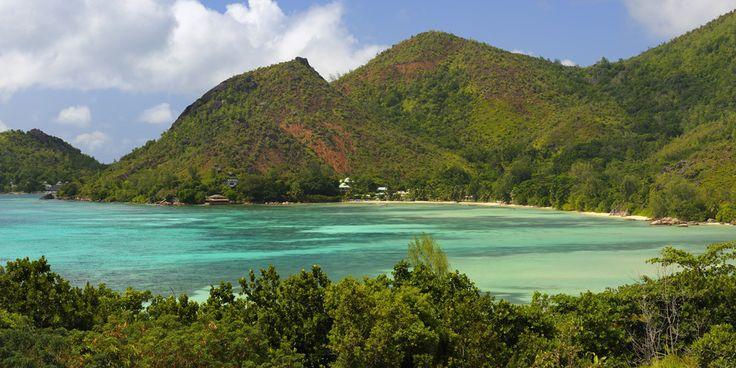 Raffles Praslin Seychelles * * * * * Un hôtel de luxe qui propose bien évidemment tout le confort dont un établissement cinq étoiles peut se prévaloir, mais qui vous incite à l'introspection et au respect de la nature. Faites-vous du bien et filez aux Seychelles, cet archipel paradisiaque, bien connu des épicuriens.