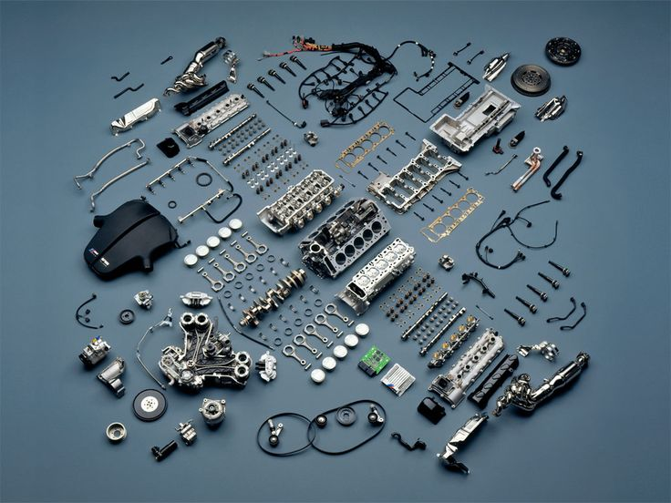 Things Organized Neatly blog: 2006 BMW M5 engine, courtesy www.cardotcom.com.