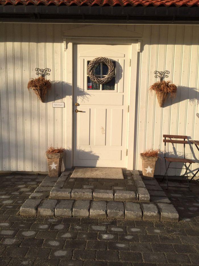 Pent #inngangsparti med liten #trapp av #belegningstein.