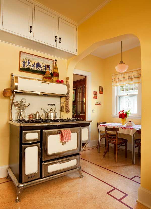 Friendly Kitchen In A 1912 Foursquare