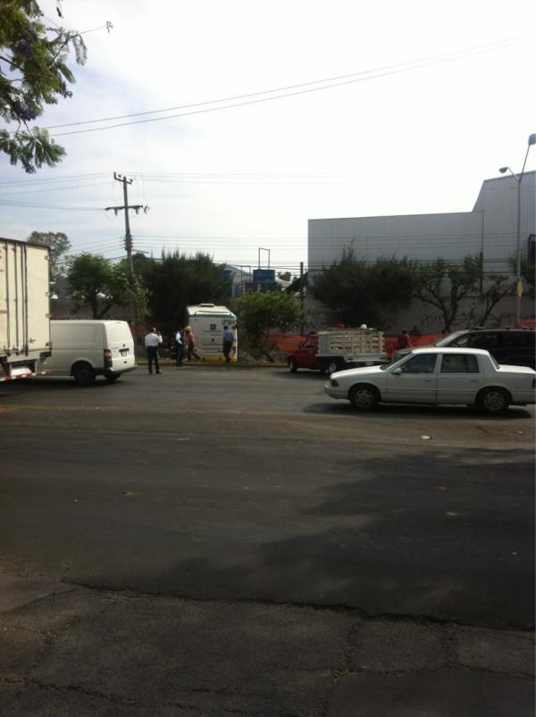 Fuerte choque en Dr. R Michel entre héroes Ferrocarrileros y Matías Romero, se avecina gran trafico.    11/05/2012