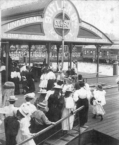 1890.Commuters arrived at Circular Quay, Sydney, by ferry.A♥W. NSW History