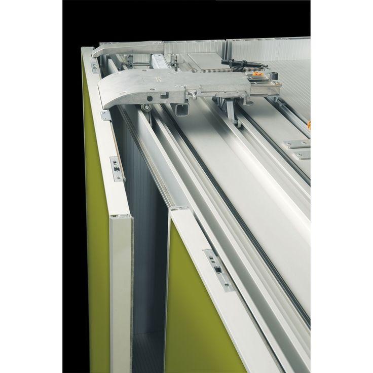 <p><ul><li>Beschlag für große bzw. schwere Schränke</li><li>Befestigung der oberen Laufschiene am Oberboden</li><li>Integrierte beidseitige Dämpfung bei Öffnungs-/Schließvorgang</li><li>Türgleitschienen aus Kunststoff</li><li>Laufschienen aus Aluminium</li><li>Hochwertige Laufrollen (Kunststoffüberzug)</li></ul></p><p><b>Hinweis:</b&g...