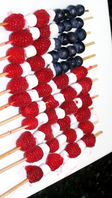 Flag Fruit on a Stick - 4th of July Snack RASPBERRIES, BLUEBERRIES, MARSHMALLOWS