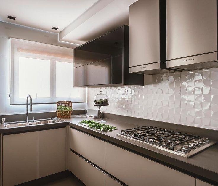 """85 curtidas, 5 comentários - MeeT Arquitetura e Interiores (@meet.arquitetura) no Instagram: """"Projeto Apartamento Royale⠀Minimalista, moderna e funcional. Nesta cozinha priorizamos o uso de…"""""""