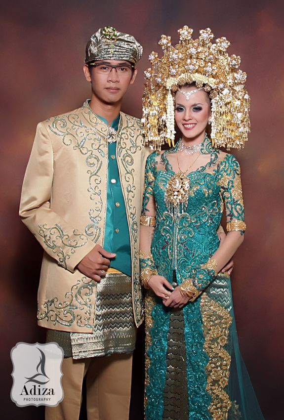 Modern West of Sumatera Wedding Outfit