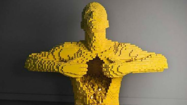 """""""Peces de Lego convertides en art"""". Cúpula de les Arenas. Del 17/03/2016 al 12/06/2016."""