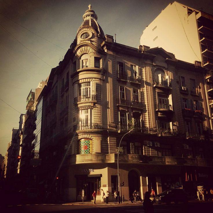 Esquina de Buenos Aires, Argentina.