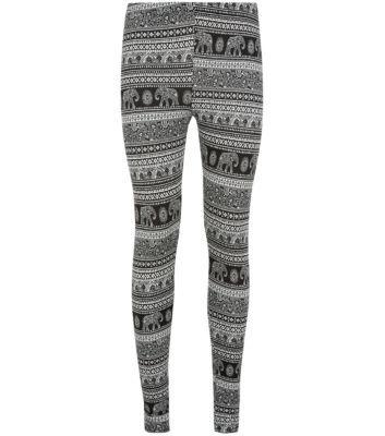Monochrome Elephant Print Leggings http://www.newlook.com/shop/womens/leggings/monochrome-elephant-print-leggings_300634609