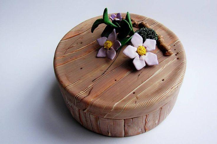 Zdeňka Táborská - krabička s imitací dřeva a dalších přírodnin podle workshopu Andrey Zajacové z 2.ročníku Polymerové školy online