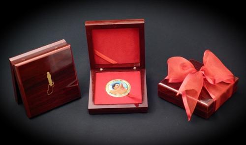 Sathya Sai Baba namaskar Coin in a Box,   http://www.lordsai.com/Sai-Namaskar-Coin.html