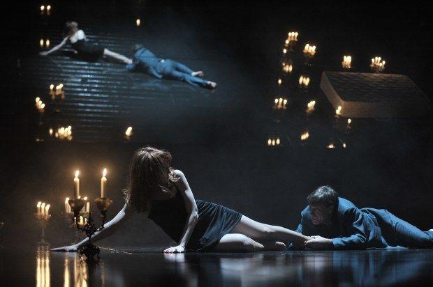 Amphitryon mis en scène par Christophe Rauck © Larissa Guerassimtchouk. La critique de René Solis dans délibéré