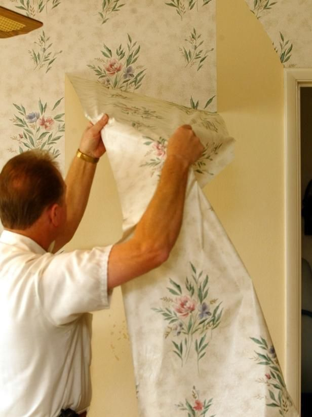 How do you remove the wallpaper without damaging the wall – or yourself? Use these tips to help you decide which option will work best.