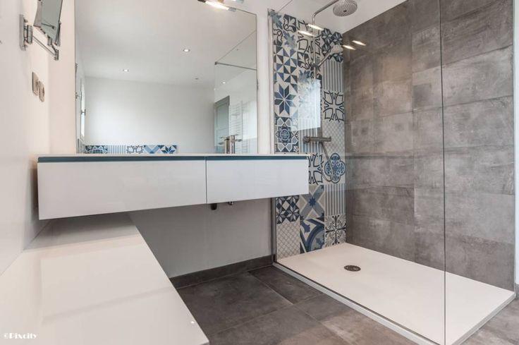 1000 id es sur le th me carreaux de salle de bain bleus sur pinterest salle - Carreaux ciment occasion ...