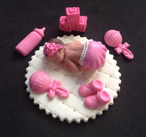 Fondant baby girl on white blanket cake por evynisscaketopper