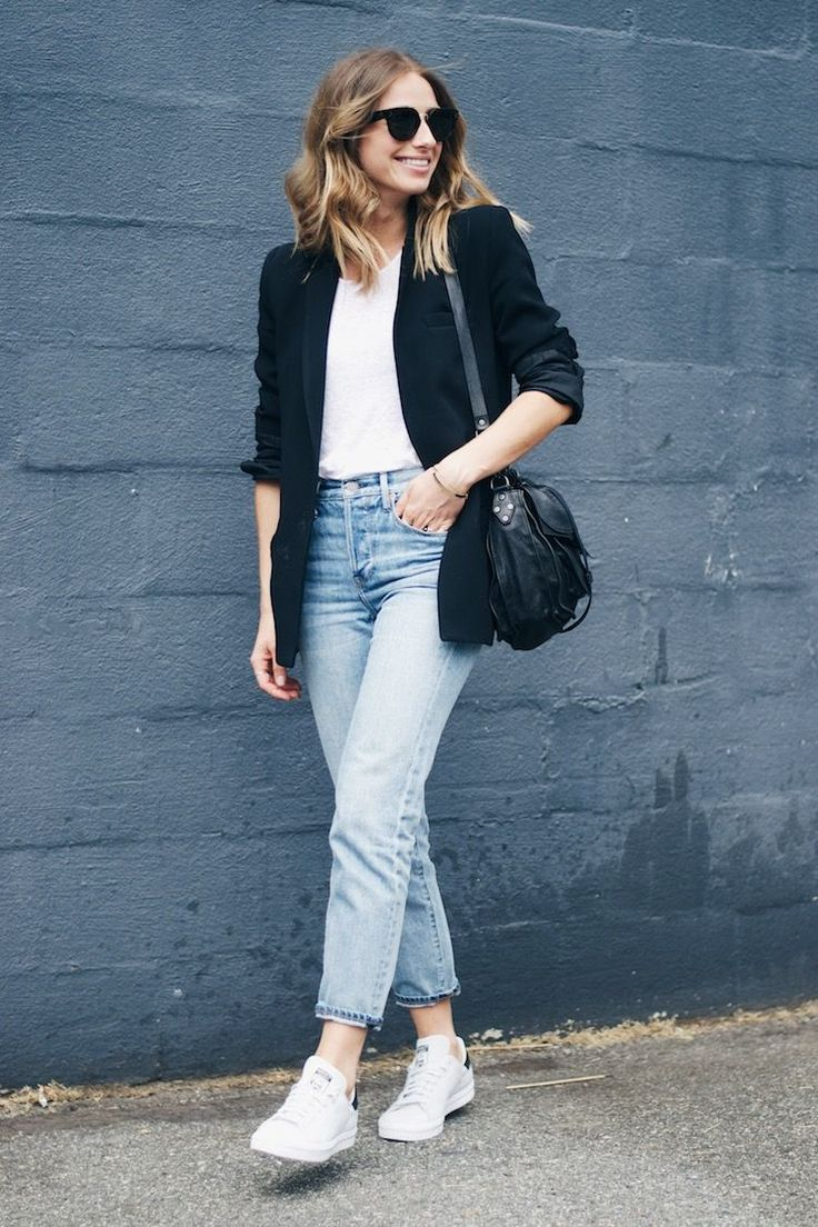blazer boyfriend long blazer + white shirt + high-waisted girlfriend jeans + Adidas white Stan Smith sneakers