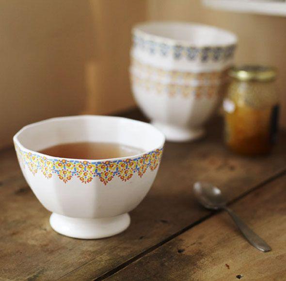 Alix Thomsen bowls.