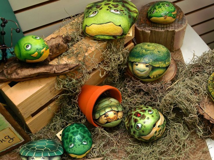 Painted rocks by Debby Lindsey. So much personality! — at Waves of Creation.