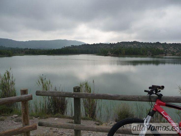Valbona es una pequeña localidad situada en la Comarca Gúdar Javalambre, por la que atraviesa el GR8. Su embalse está situado a apenas 3Km de la localidad, siendo una zona muy recomendable para pasar el
