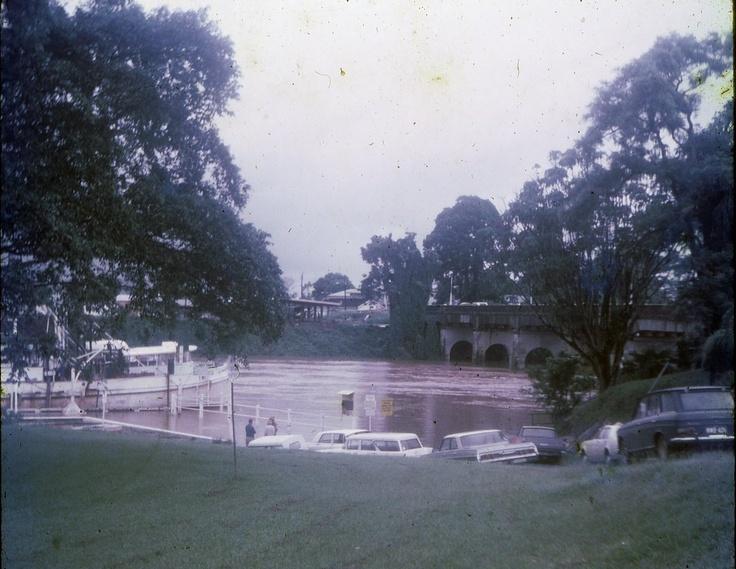 1972 Johnstone River flood - main wharf & jubilee bridge.