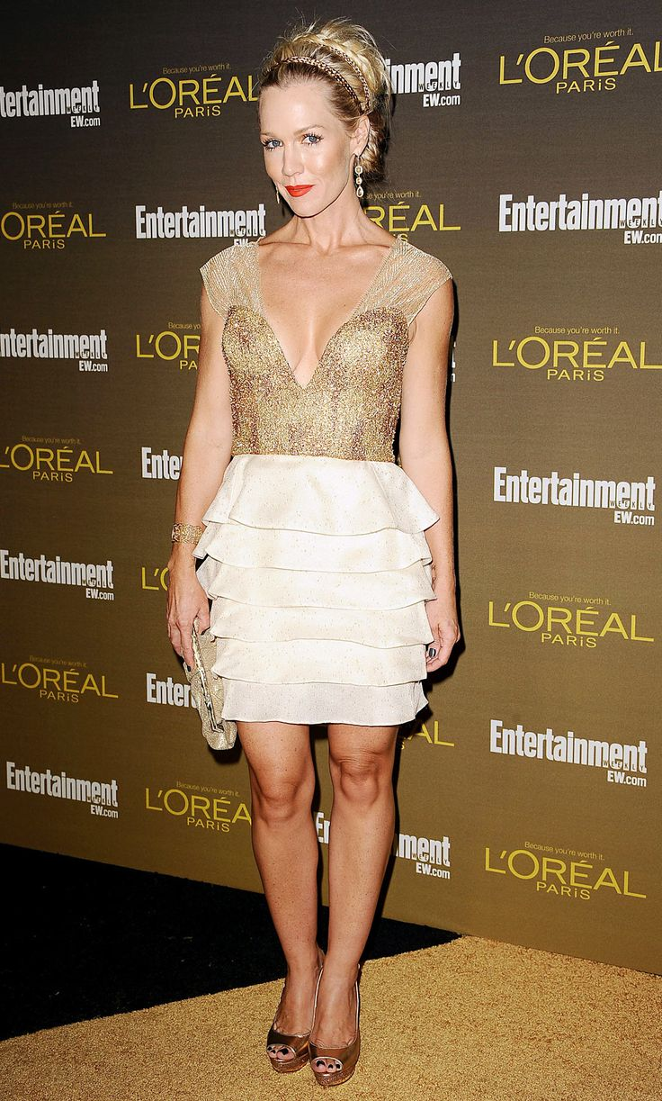 Jennie Garth... looking great minus the skirt