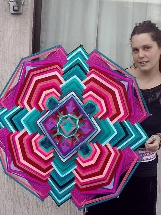 En el encuentro de días aprenderás a crear estos hermosos tejidos de 1 mt y 12 puntas.. quedan solo 4 cupos. Sera un encuentro de sanacion femenina maravilloso. Y si quieres tambien puedes encargar el tuyo. Mas info en Ojoshuichol@gmail.com 7-4960546