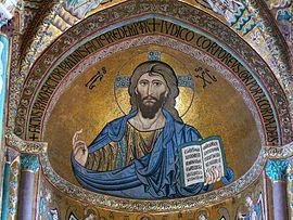 En esta foto se ve un mosaico del Cristo Pantocrator de estilo bizantino en la catedral de Cefalu, Sicilia.