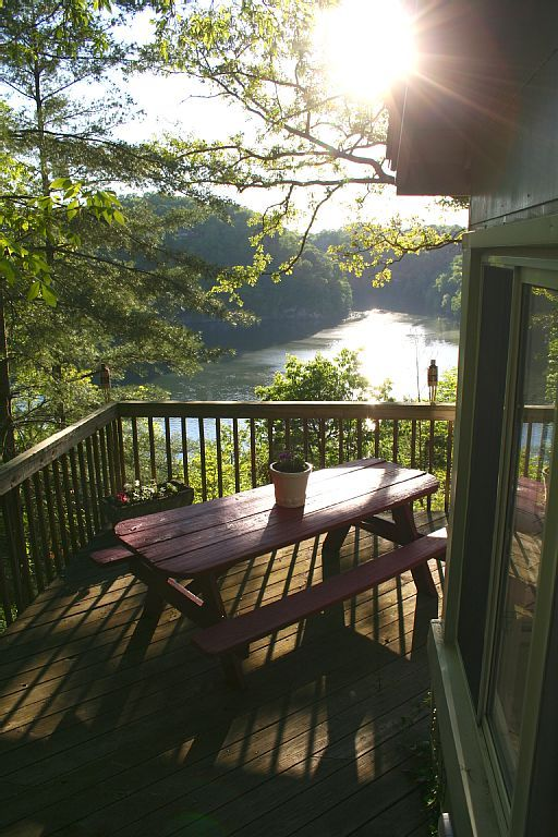 Cozy Lakehouse with Views - Lake Cumberland, Kentucky