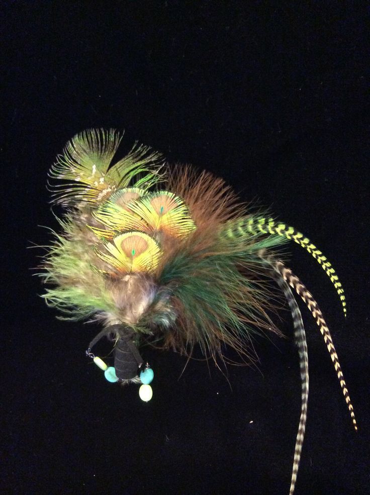 Peacock feathers brooch with green and lime howlite