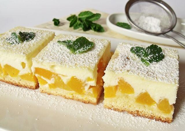 <p>Este un desert foarte simplu şi absolut delicios. Ingrediente pentru o tavă de 24X36 cm. Pentru aluat: – 250 gr făină – 60 gr zahăr pudră – 130 gr unt – 1 ou – un vârf de cuţit de sare – ½ pachet de parf de copt Pentru umplutură: – 2 bucăţi de piersici mari […]</p>