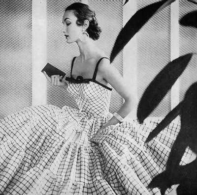 Evelyn Tripp in beautiful, billowing Jerry Parnis dress, 1954. #vintage #fashion #1950s