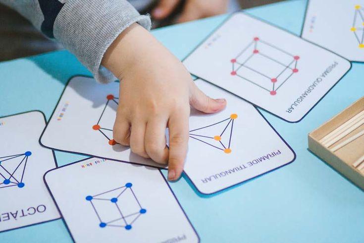 Hoy toca hablar de matemáticas y más concretamente de geometría porque es un tema muy importante en el desarrollo de las niñas y niños ya que éstos están en contacto constante con su entorno más cercano y necesitan que les ayudemos a construir un esquema mental del espacio en consonancia con sus capacidades. Los niños/as …
