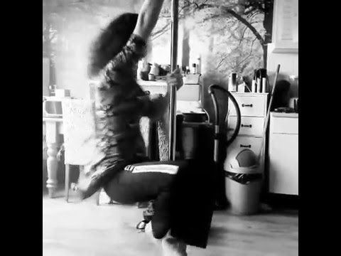 Some moves on the pole 2 #dancing #poledancing #havingfun #skinny #blackandwhite #sexy #fun