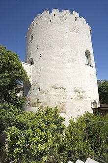"""Torre del Parco - Lecce-- Torre del Parco(Turris Prati Magni), situata nel cuore diLecce, rappresenta uno dei monumenti simbolo della città del periodo medioevale e rinascimentale.  Il complesso monumentale fu edificato nel 1419 ad opera del diciottenneGiovanni Antonio Orsini Del Balzo, principe diTaranto . , Il parco intorno alla Torre aveva un'estensione di oltre 40 ettari ed era ripartito in una zona pubblica e in una privata: il """"Parco di Dentro"""", cittadella recintata comprendente la…"""